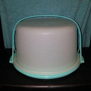 Tupperware cake carrier